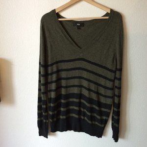 (3 FOR $20 SALE) Mossimo Green V-neck Sweater